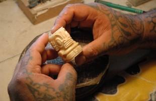 Tahuata_carving_Michel_Aubert