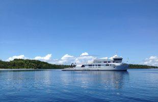 Raja Ampat M.Y. SuRi anchored